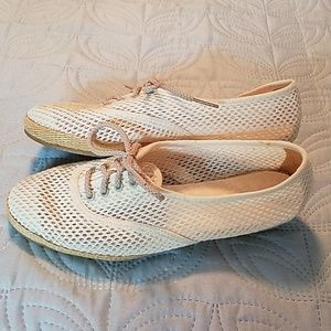 Bees by Beacon Summer Shoes Size 5.5